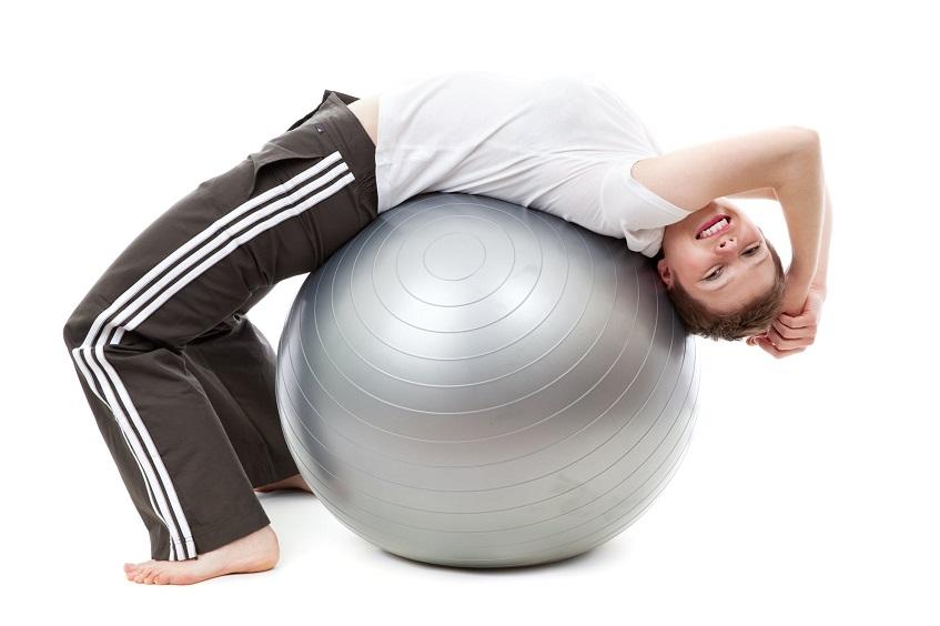 Ćwiczenia rozciągające na piłce fitness
