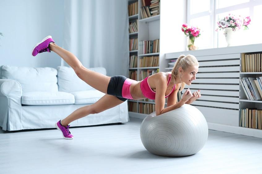 Ćwiczenia fitness z użyciem piłki