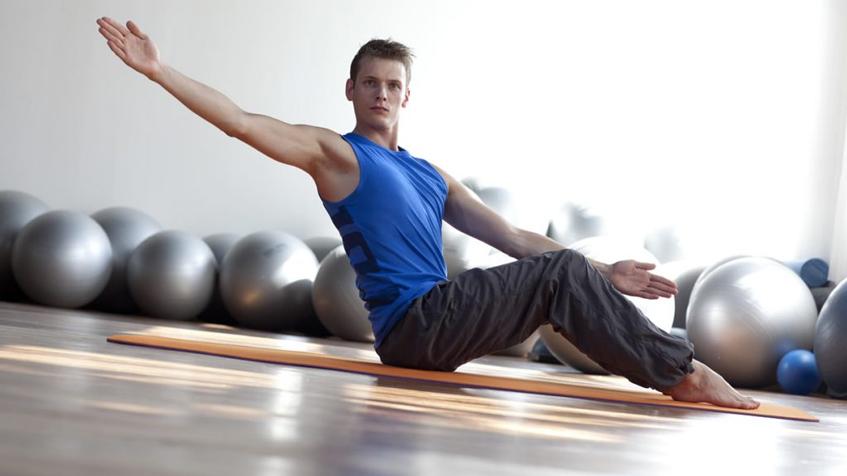 Ćwiczenia na proste plecy: ćwiczenie izometryczne na mięśnie brzucha