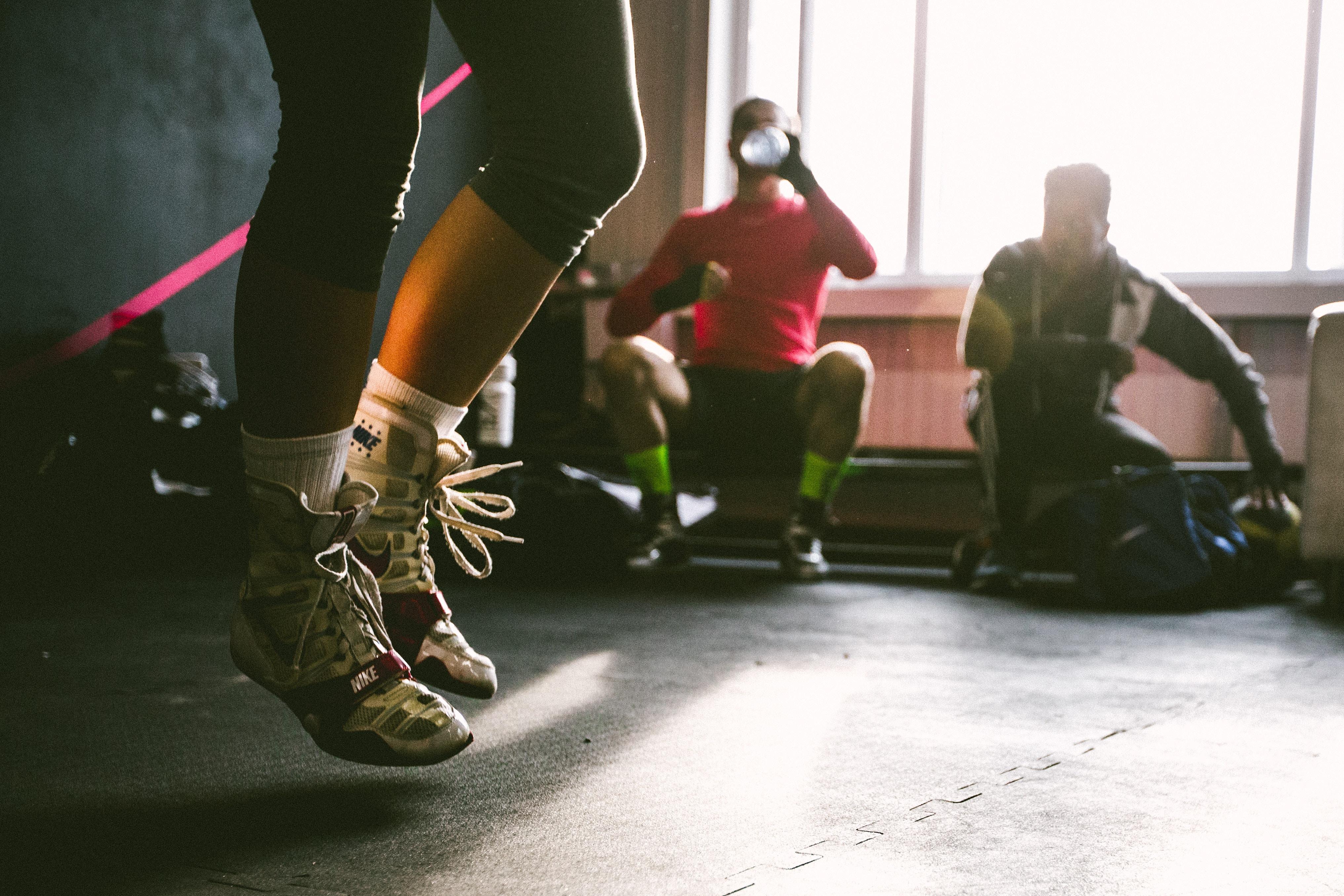 Ćwiczenia z obciążnikami na nogach i rękach