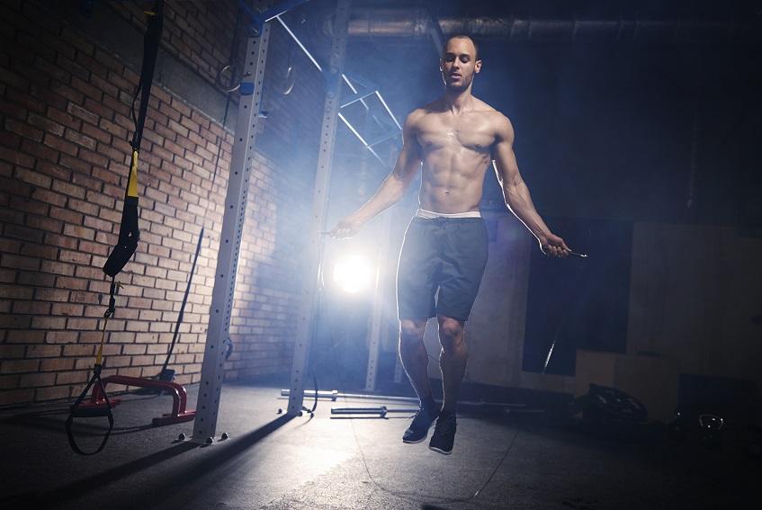 Trening na skakance w domowej siłowni